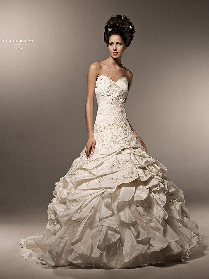 Featured wedding dress designer nicole montenapoleone for Italian design wedding dresses