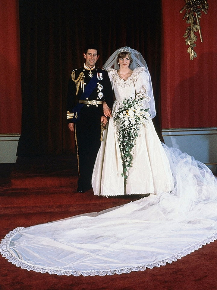 dianas wedding dress replica sold at auction the